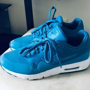 Nike Air Max Ultra Moire Sneakers Women Size US 7